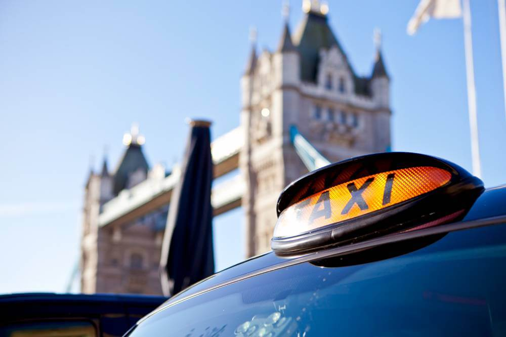 black-taxi-sign-in-front-of-the-tower-of-london