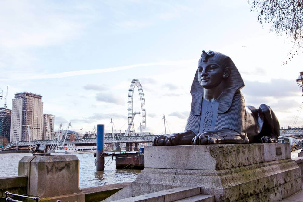 monuments-along-the-river-thames-london