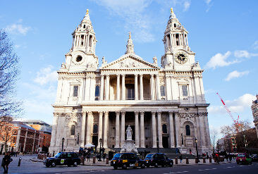sights-at-st-pauls-cathedral-london