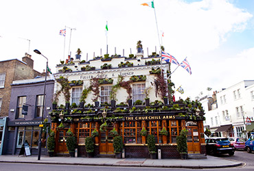 the-churchill-arms-historical-pub-in-london