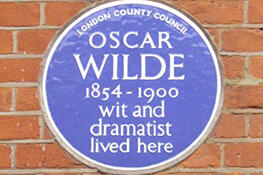 blue-plaque-on-the-house-where-oscar-wilde-lived-in-london