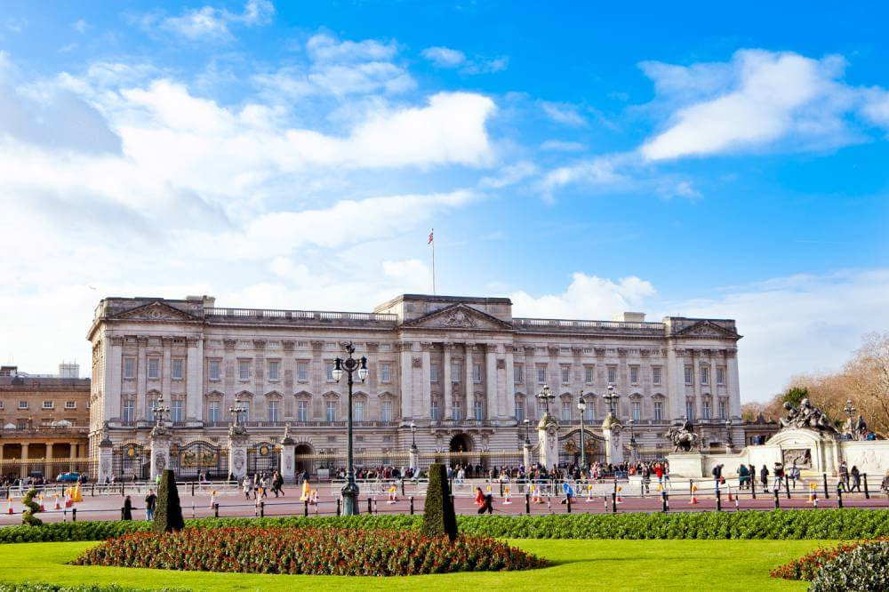 sights-at-buckingham-palace-london (1)