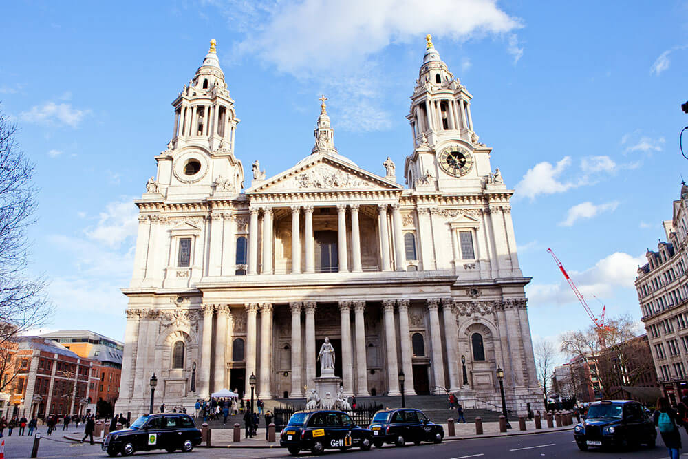 sights-at-st-pauls-cathedral-london-(18)