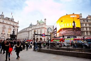 people-at-Piccadilly-Circus