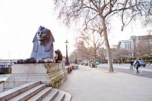 sights-along-the-river-thames-london