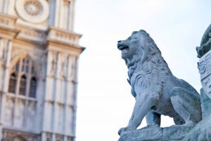 statue-of-a-lion-in-london